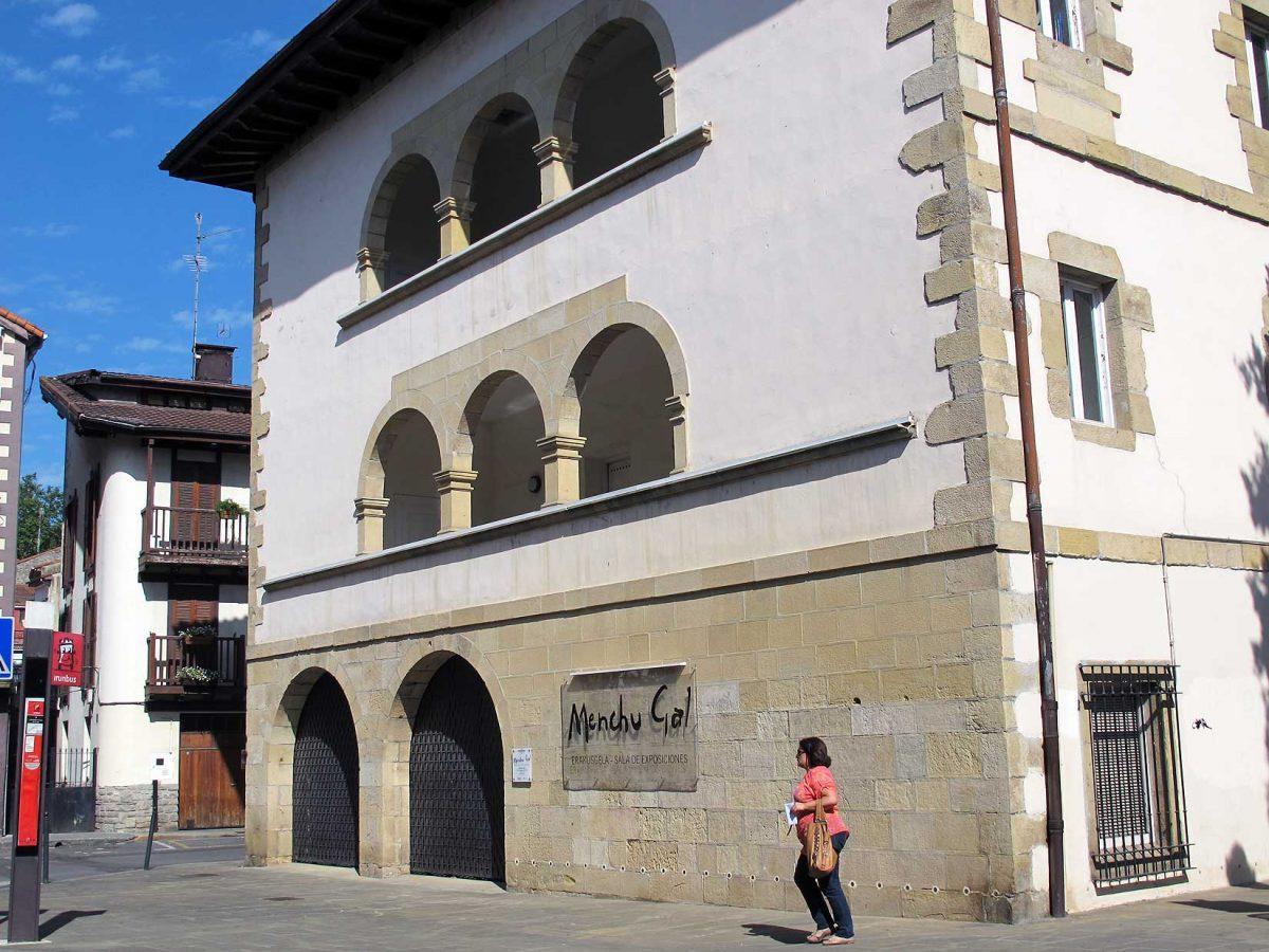 Galeria Menchu Gal. Palacio Sancho de Urdanibia