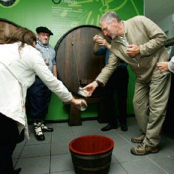 The cider season. Txotx